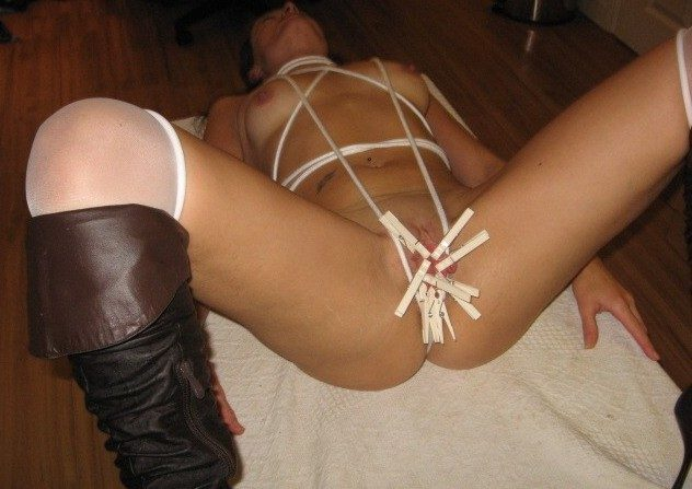 Bondage. Amateurs try out some DIY bondage. - Unique Bondage - Pic 1