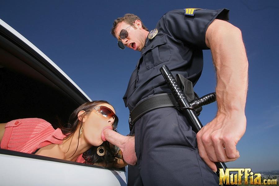 Секс фото с полицейским