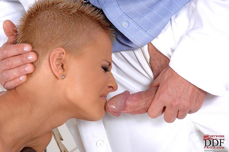 девушка врач делает минет пациэнту фото