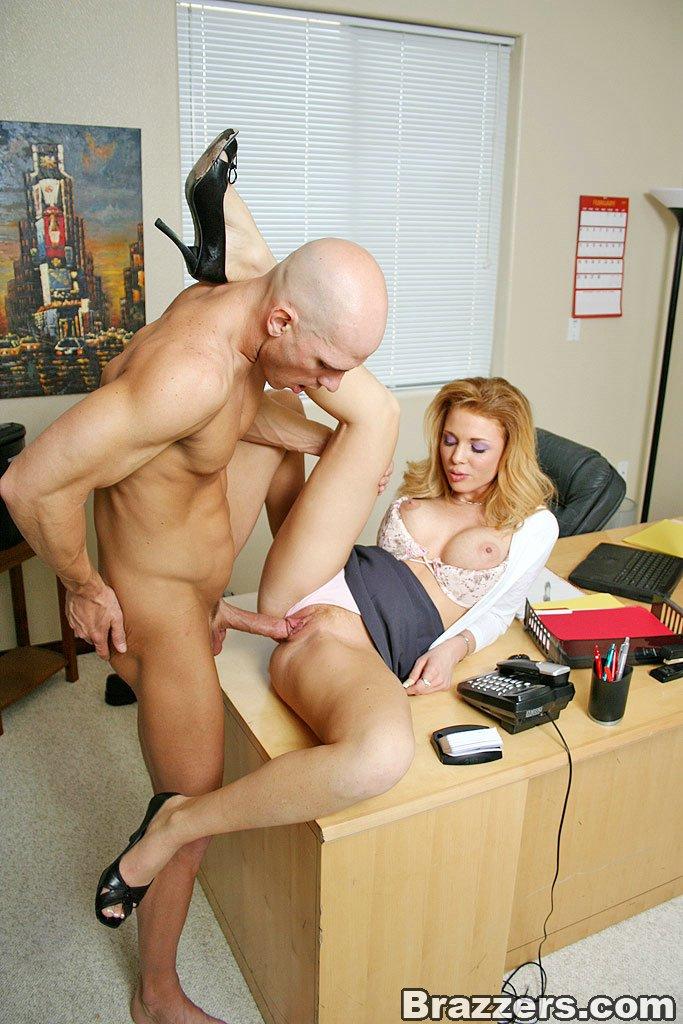 porno-v-ofise-smotret