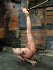 Bdsm xxx. 69 minutes of Harmony tied up - Unique Bondage - Pic 2