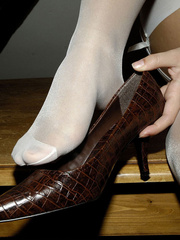 Bdsm sex. Blonde Jenni in stockings spreads. - Unique Bondage - Pic 8
