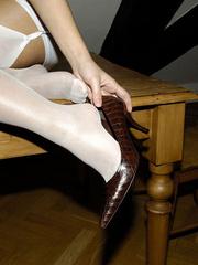 Bdsm sex. Blonde Jenni in stockings spreads. - Unique Bondage - Pic 9