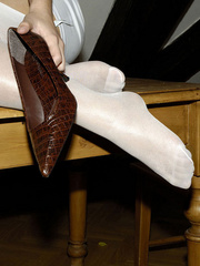 Bdsm sex. Blonde Jenni in stockings spreads. - Unique Bondage - Pic 13