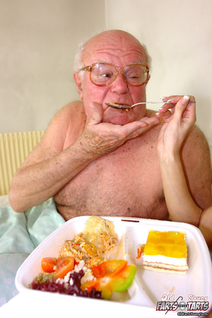 Xxx hardcore. Grandpa fucking the food d - Picture 4