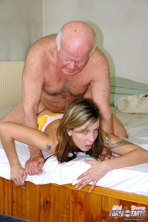 старый дед прет молодую порно фото