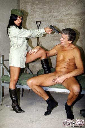 Порно охрана в тюрьме