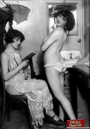 Natural nudes in their 20 s