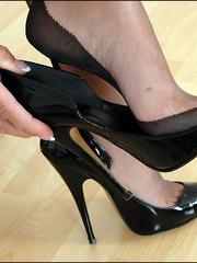 Horny mature. Mature feet in stockings. - Unique Bondage - Pic 2