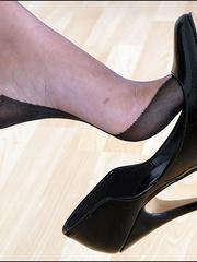Horny mature. Mature feet in stockings. - Unique Bondage - Pic 3