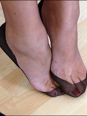 Horny mature. Mature feet in stockings. - Unique Bondage - Pic 4