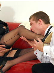 Female strap on. Young guy cums over milf. - Unique Bondage - Pic 2