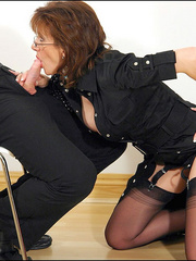 Female strap on. Young guy cums over milf. - Unique Bondage - Pic 11