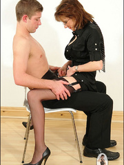 Female strap on. Young guy cums over milf. - Unique Bondage - Pic 12