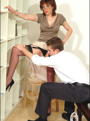 Hands sex. Mature blows office boy. - Unique Bondage - Pic 8