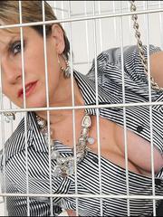 Tugjob. Cuffed caged mature. - Unique Bondage - Pic 3