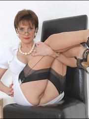 Hand job porn. Pussy spreading milf. - Unique Bondage - Pic 7