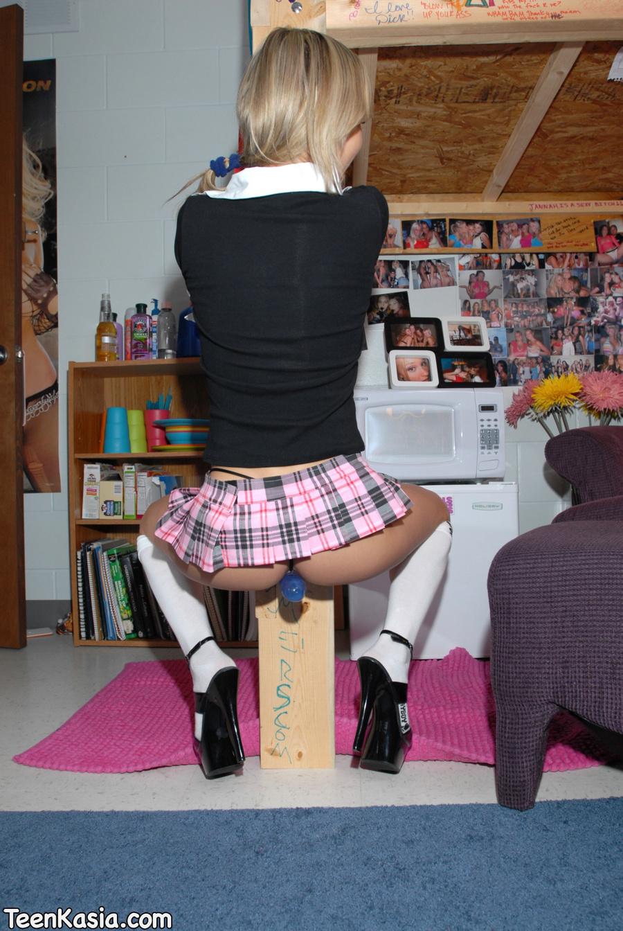 заглянул под юбку ученицы фото