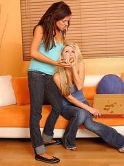 Xxx lesbian. StraponLesbians. - Unique Bondage - Pic 2
