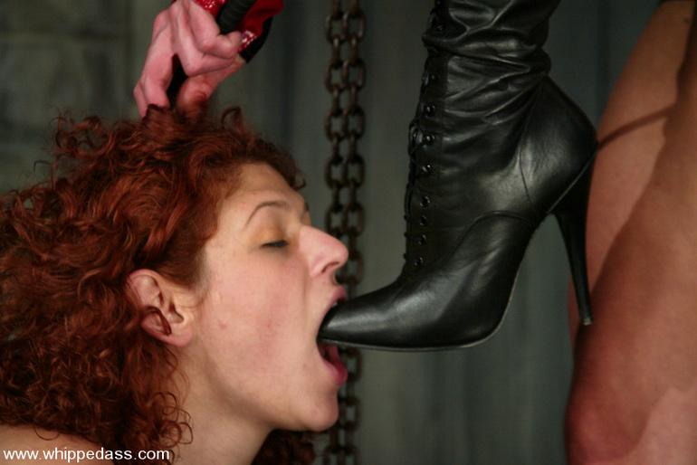 силы отнимает вылизал обувь госпоже видео его