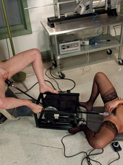 Machines fucking. Blonde babe Lorelei Lee, - Unique Bondage - Pic 6