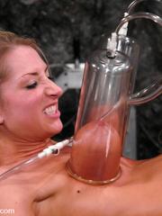 Sex machine. Harmony, Sammie Rhodes pussy - Unique Bondage - Pic 1