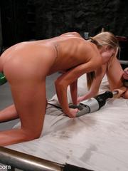Sex machine. Harmony, Sammie Rhodes pussy - Unique Bondage - Pic 3