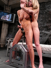 Sex machine. Harmony, Sammie Rhodes pussy - Unique Bondage - Pic 9