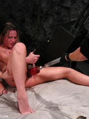 Sex machine. Harmony, Sammie Rhodes pussy - Unique Bondage - Pic 15