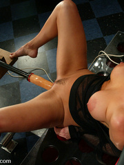 Fuckingmachines. Venus swallows big cock, - Unique Bondage - Pic 5