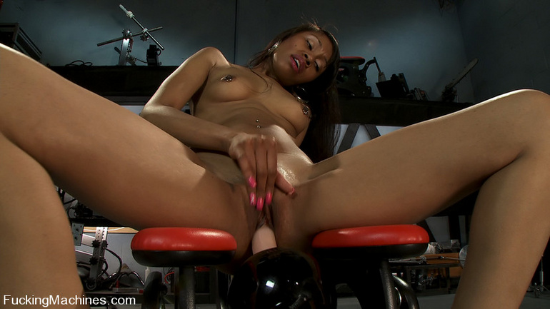 Sexmachines. Amateur black babe gets railed - Unique Bondage - Pic 2