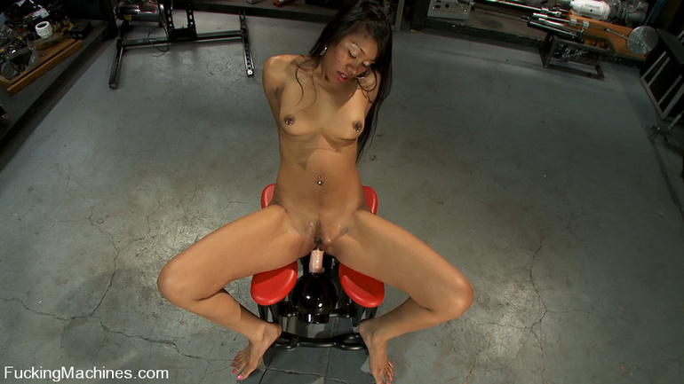 Sexmachines. Amateur black babe gets railed - Unique Bondage - Pic 4