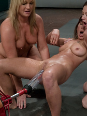 Machine sex. Flower Tucci in a 3 girl - Unique Bondage - Pic 3
