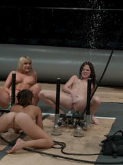 Machine sex. Flower Tucci in a 3 girl - Unique Bondage - Pic 7
