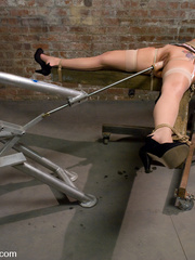 Sexmachine. Delilah Strong double vag, - Unique Bondage - Pic 1