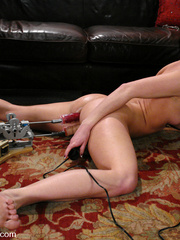 Sexmachine. ArielX gets machine nailed, - Unique Bondage - Pic 13