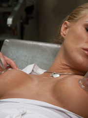 Sex machine. Blond babe fucked by sci-fi - Unique Bondage - Pic 2
