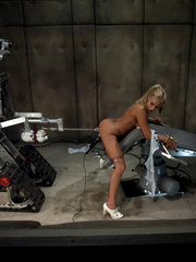 Sex machine. Blond babe fucked by sci-fi - Unique Bondage - Pic 6