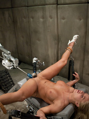 Sex machine. Blond babe fucked by sci-fi - Unique Bondage - Pic 9