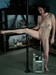 Fuckingmachines. Brand new girl machine - Unique Bondage - Pic 2