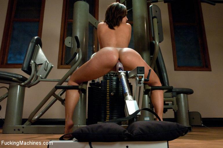 Mechanical sex machine. Jada's perfect ass - Unique Bondage - Pic 6