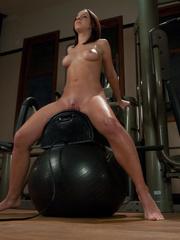 Mechanical sex machine. Jada's perfect ass - Unique Bondage - Pic 9