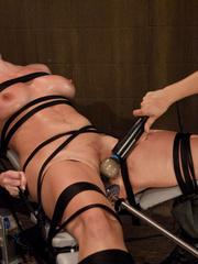 Sex machine porn. Harmony Rose, in her final - Unique Bondage - Pic 1