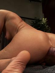 Extreme sex machines. Ariel X flexes her 300 - Unique Bondage - Pic 3
