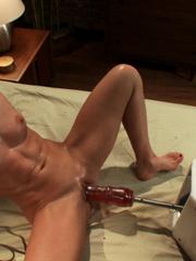 Extreme sex machines. Ariel X flexes her 300 - Unique Bondage - Pic 5
