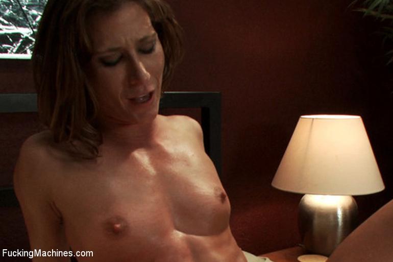 Extreme sex machines. Ariel X flexes her 300 - Unique Bondage - Pic 11