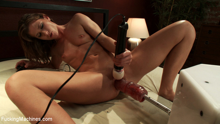 Extreme sex machines. Ariel X flexes her 300 - Unique Bondage - Pic 12