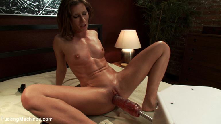 Extreme sex machines. Ariel X flexes her 300 - Unique Bondage - Pic 13
