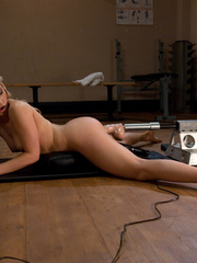 Extreme sex machines. Hot blond, Ashley - Unique Bondage - Pic 2