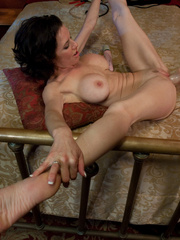 Extreme sex machines. Squirting MILF cums - Unique Bondage - Pic 4